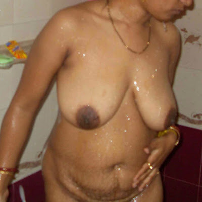 Desi Aunty Nude Bathing Photo   nudesibhabhi.com