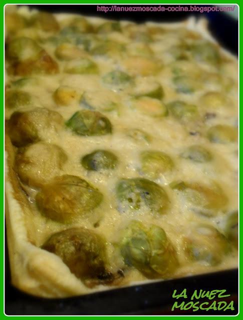 torta salata di sfoglia con cavoletti di bruxelles - tarta salada de hojaldre con coles de bruselas