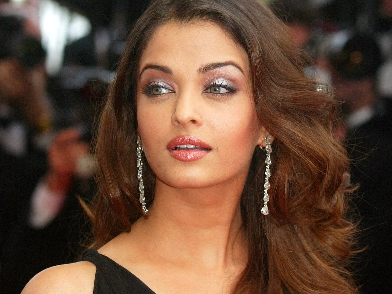 Aishwarya Rai Latest Romance Hairstyles, Long Hairstyle 2013, Hairstyle 2013, New Long Hairstyle 2013, Celebrity Long Romance Hairstyles 2153