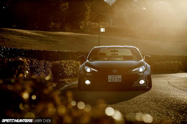 Toyota GT86, przednie reflektory, agresywny design, fajne coupe