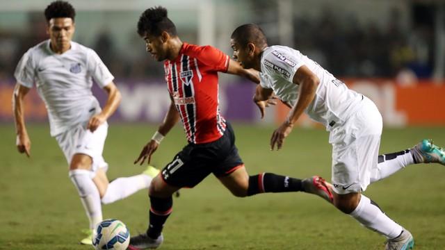 Fora de casa, São Paulo é derrotado pelo Santos.