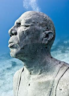 Esculturas Submarinas , hombre en llamas