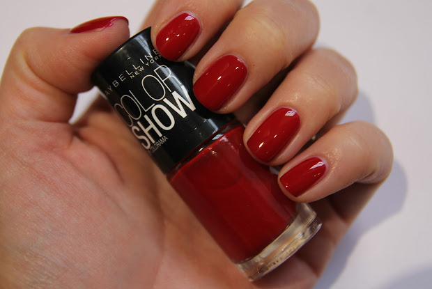 red nails of london fashion