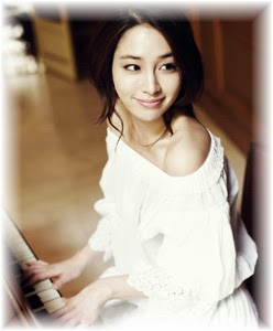 Lee Min Jung at the piano.