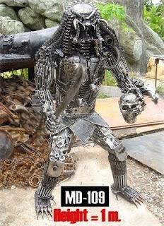 Robot hechos con desechos metálicos