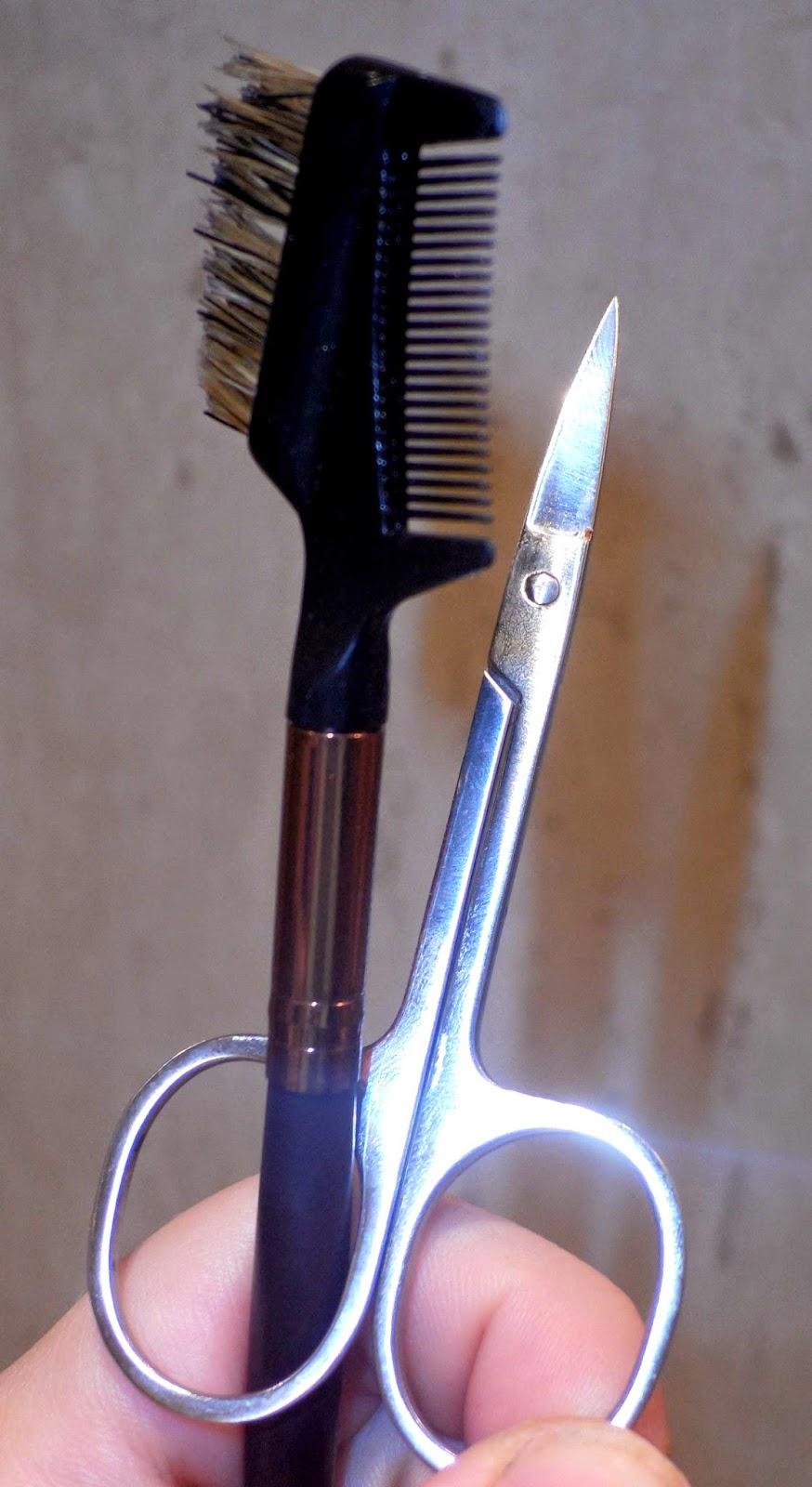 peine de cejas y tijeras