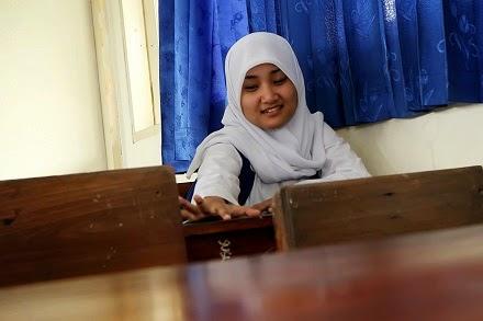 Koleksi foto fatin shidqia lubis cantik berseragam sekolah