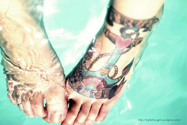 Tatuagem de Ancora no Pé