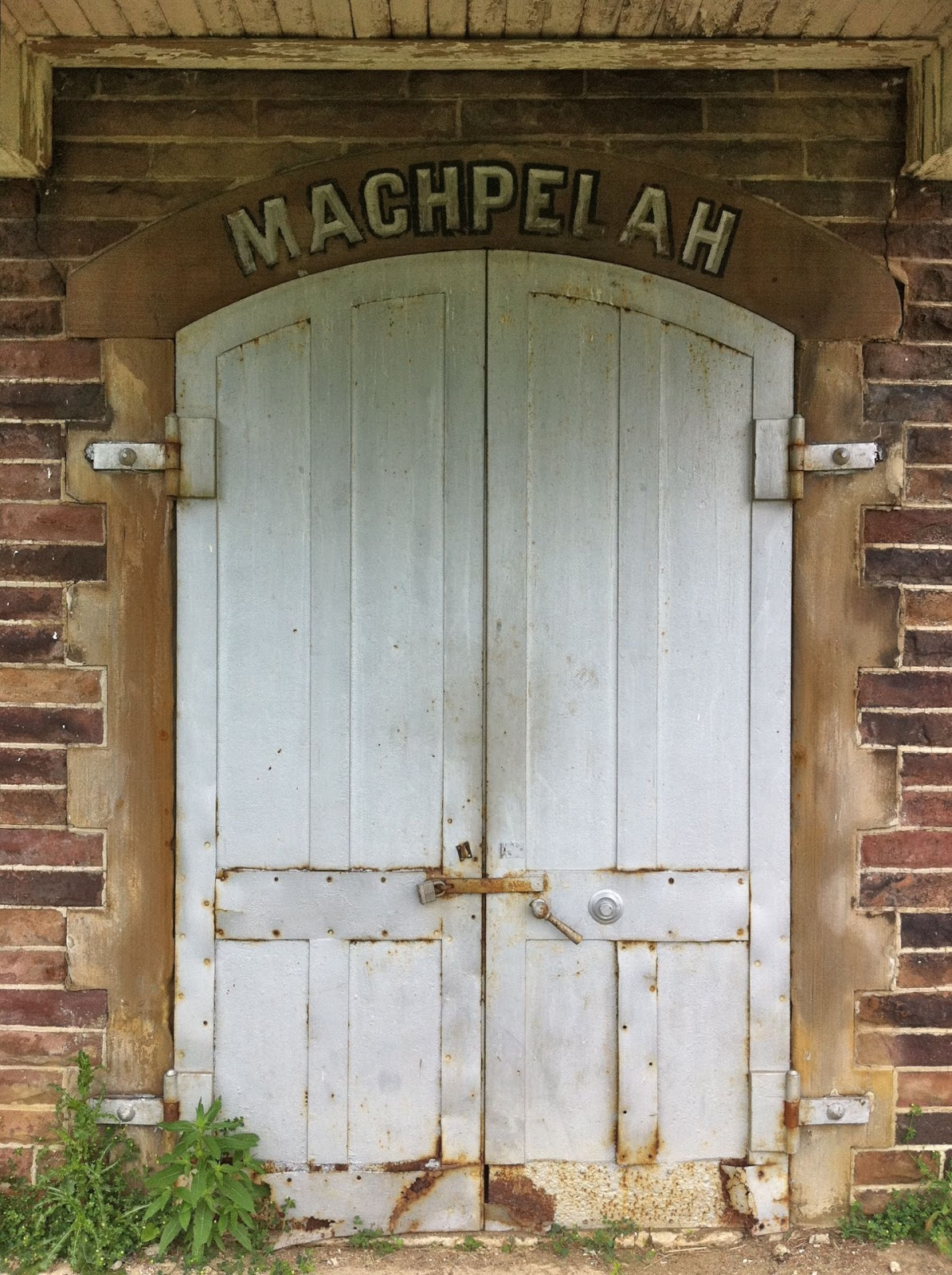 Machepelah is most likely not a surname but rather a reference to the Cave of Machpelah also known as the Cave of the Patriarchs. & Gravestoned: Who is buried in the Machpelah mausoleum? Pezcame.Com