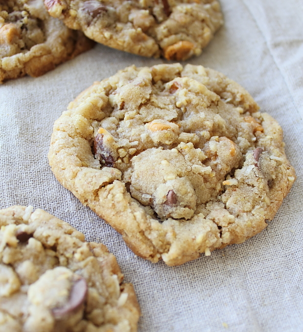 The Nummy Little Blog: Cowboy Cookies