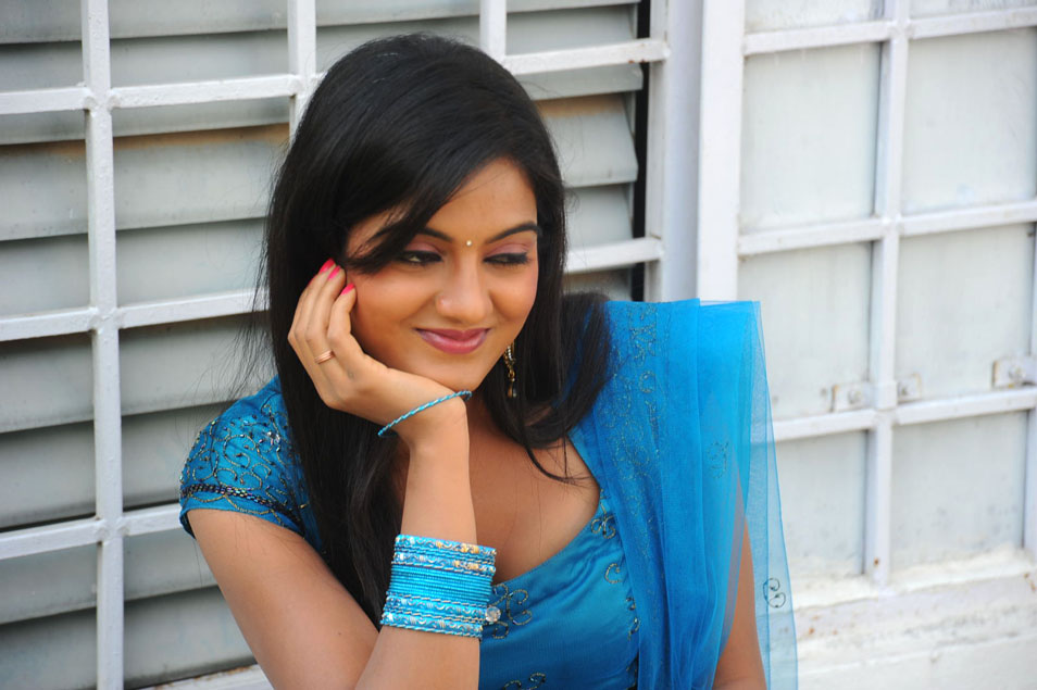 Glorious Shruthi Raj in Blue ethnic fashionable dress