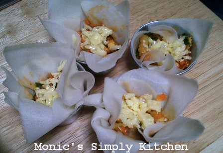 Menggunakan keju mozarella di bayam lasagna cup
