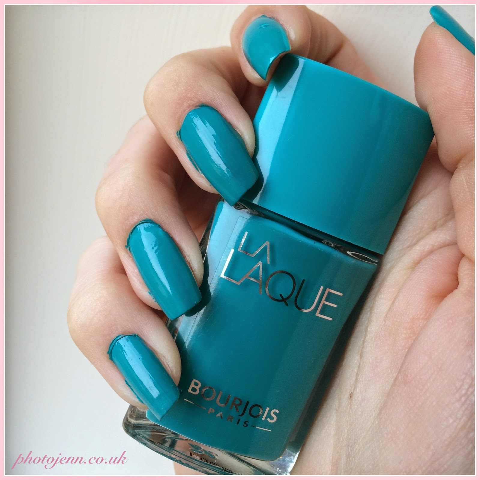 bourjois-la-laque-nail-polish-Ni-Vernis-Bleu-swatch
