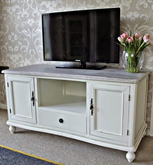 arredamento stile shabby chic arredare interni ed esterni della casa porta tv shabby chic. Black Bedroom Furniture Sets. Home Design Ideas
