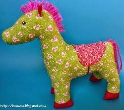 http://kosucas.blogspot.com.es/2013/10/caballo-de-trapo-patron-y-tutorial.html