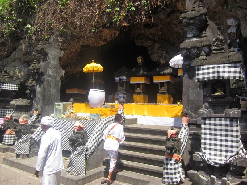Tempat Wisata Pura Goa Lawah Klungkung