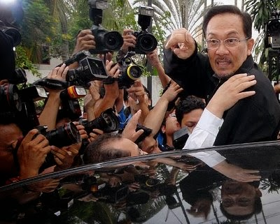 E-Buku IH-82: Gerakan Drastik Anwar Rampas MB S'ngor?