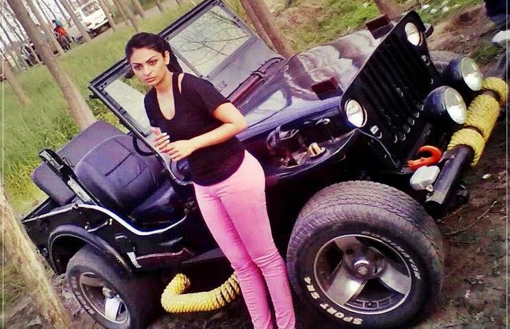 neeru bajwa in pink panty mini skirt hot pics in car