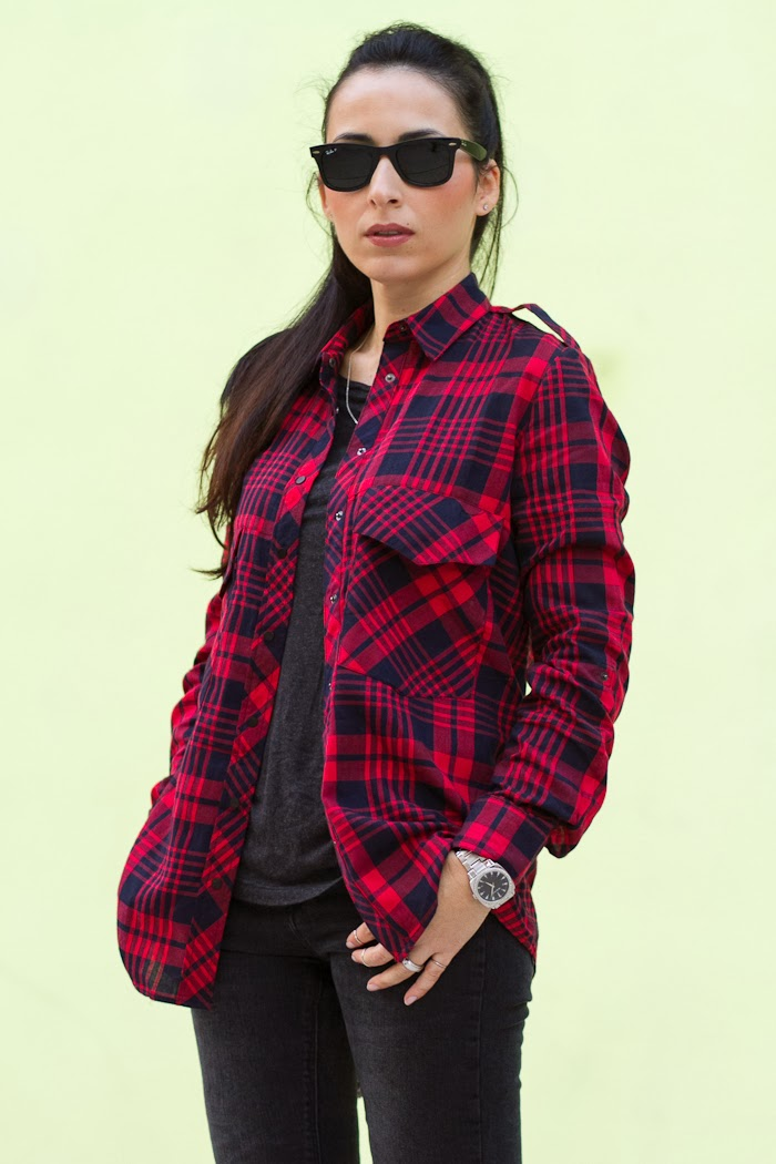 Streetstyle with Red and Black Plaid Shirt with Ray Ban Wayfarer
