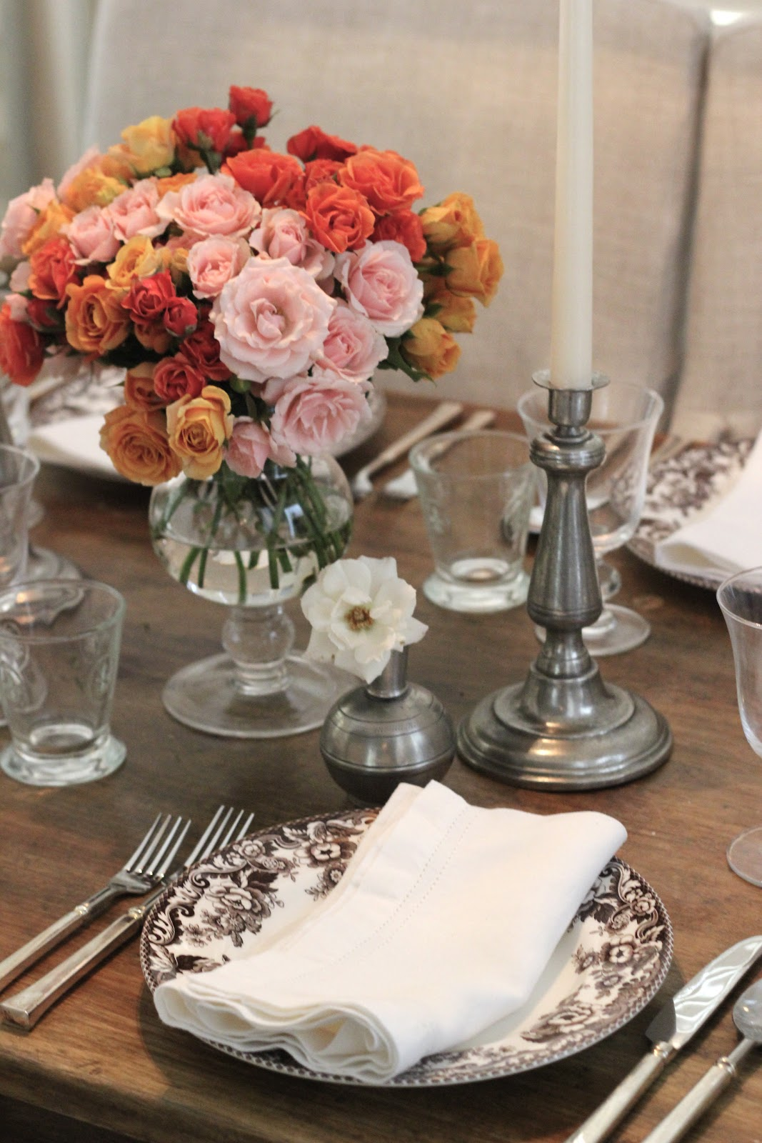 Valentineu0027s Day Dinner Party Table Setting | Coral, Orange U0026 Pale Pink Roses