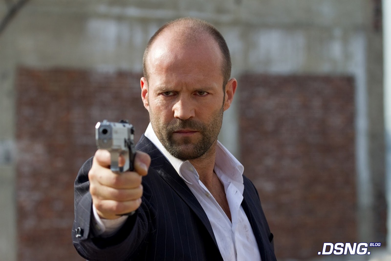 http://4.bp.blogspot.com/-yLMmTohybqI/T58TX2sIWKI/AAAAAAAAFRU/MfzF6Tr-fbU/s1600/safe+2012+movie+jason+statham+best+action+movie+of+the+year+bulletproof+vest+police+swat+squad+team+actor+2+handgun+desert+eagle.jpg