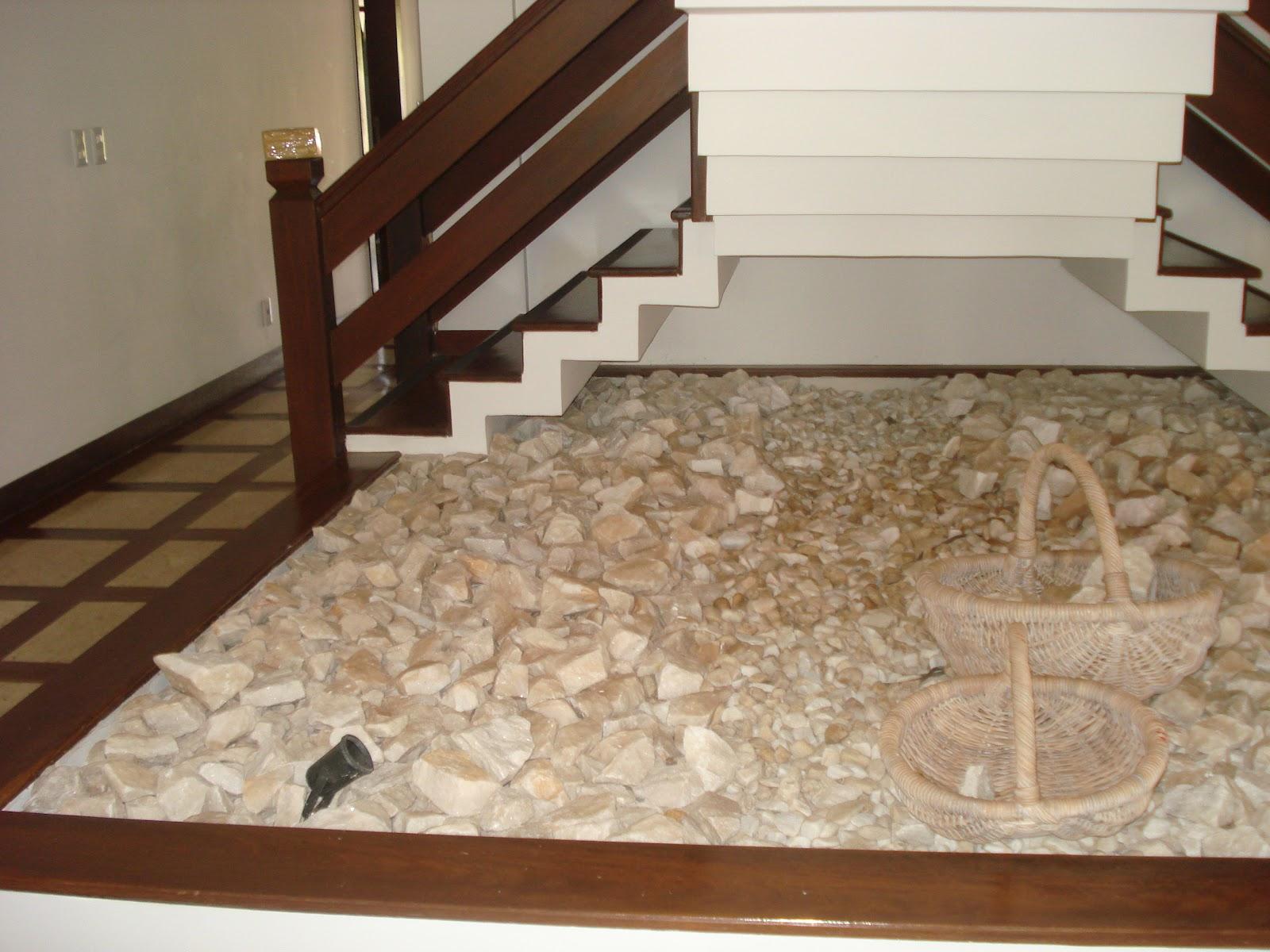 pedras grandes jardim : pedras grandes jardim:Ateliê Jardim: Arte e Paisagismo: Jardim de inverno sob a escada