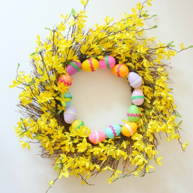 Last Minute Easter Wreath. Click for 40 more #DIY #Wreath Ideas