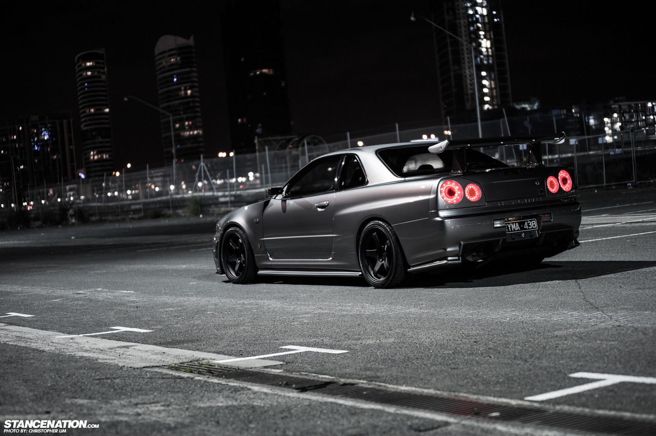 Nissan Skyline R34 GT-R samochód nocą