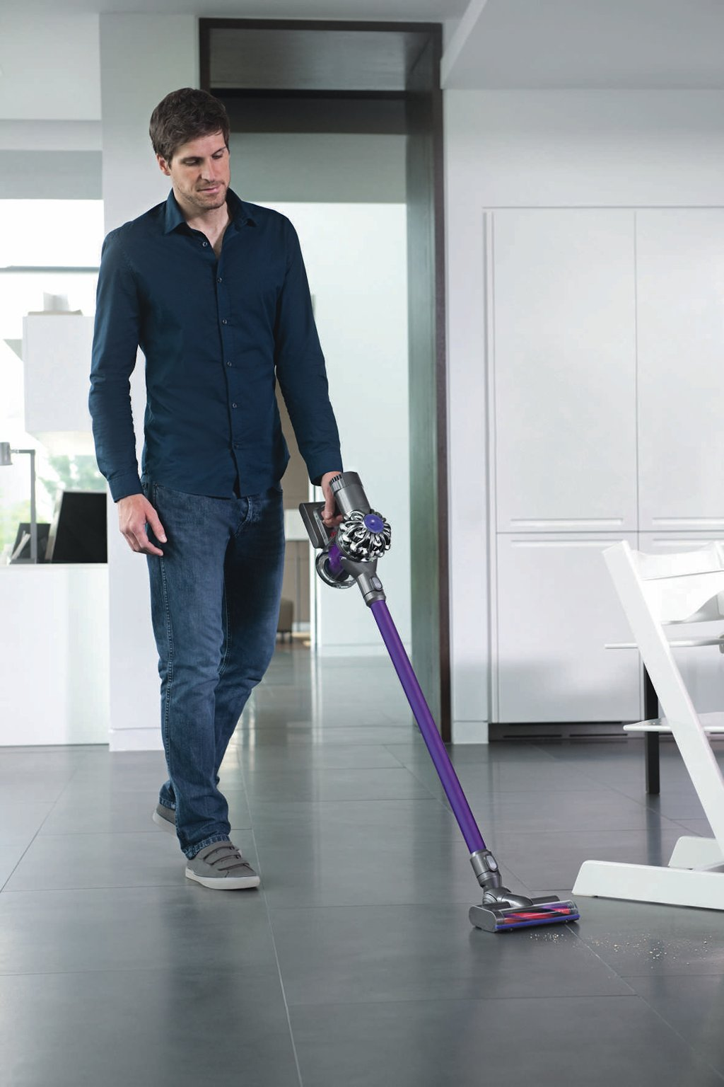 dyson dc62 is a revolutionary way to vacuum your car or. Black Bedroom Furniture Sets. Home Design Ideas
