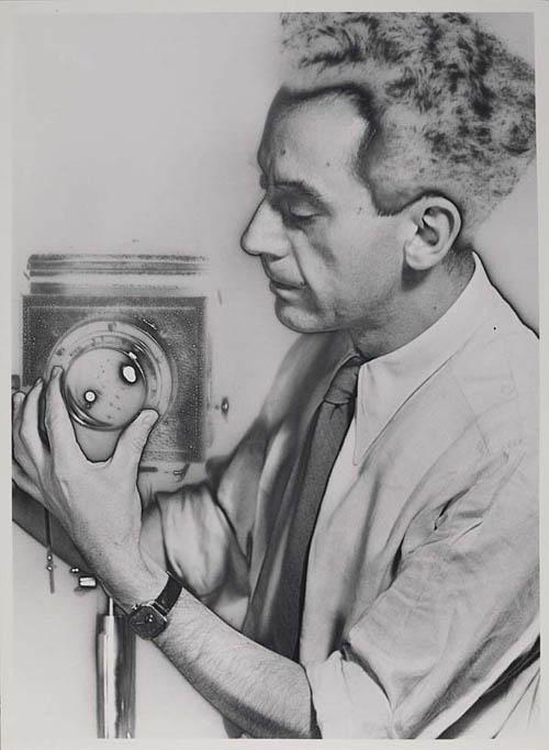 Auto-retratos ao espelho de fotógrafos famosos - Man Ray