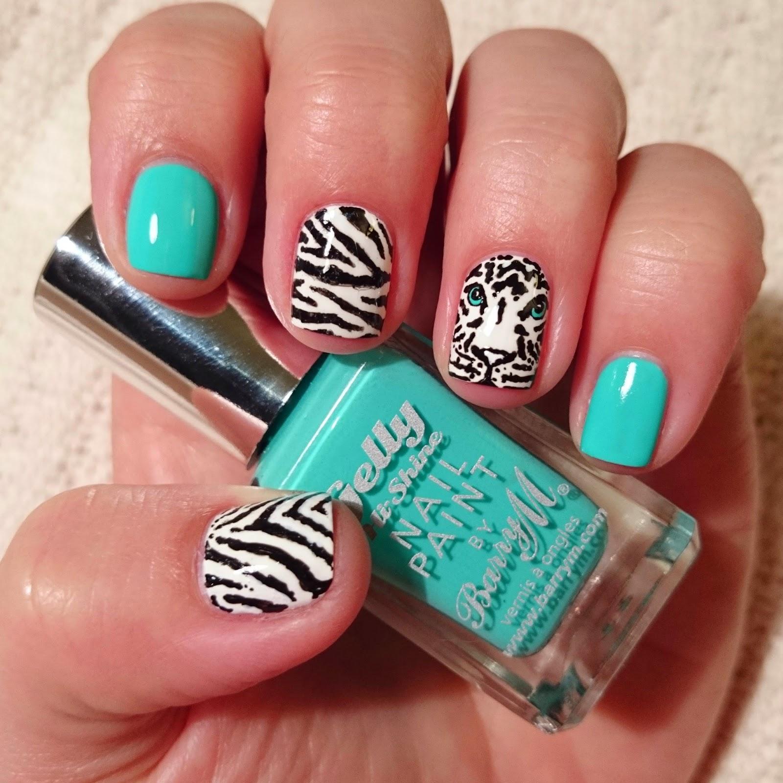 Dahlia Nails Tiger Face