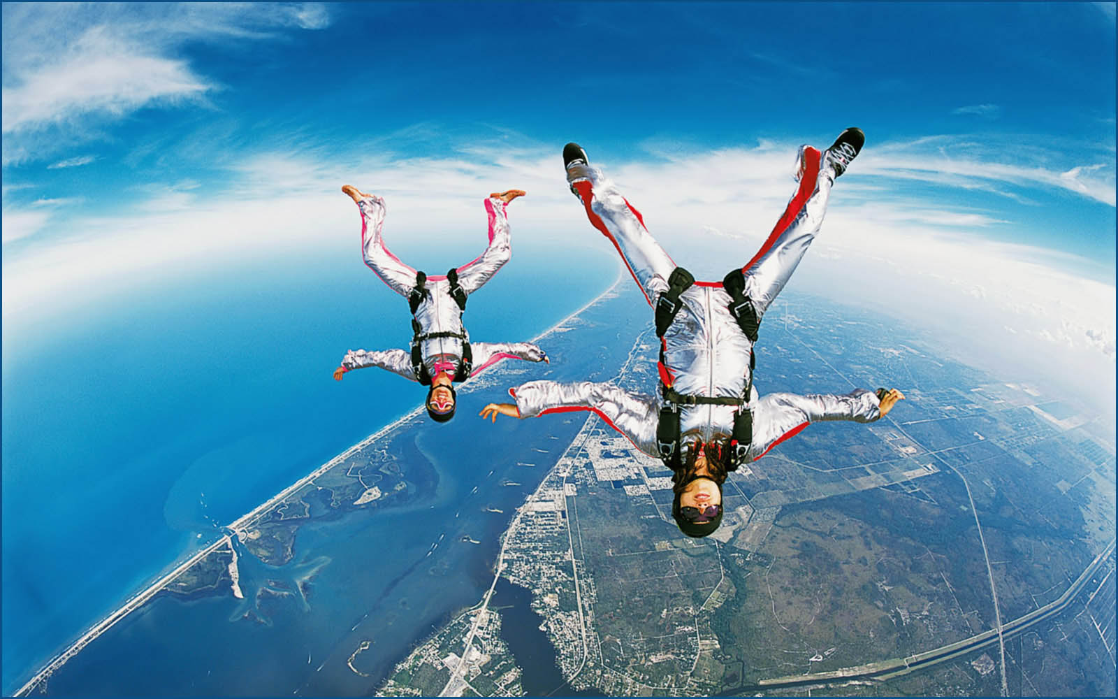 http://4.bp.blogspot.com/-yMQWqWPdeUk/UD5L4uSzRcI/AAAAAAAAIlE/rdi8DbDGlv4/s1600/Skydiving%20Wallpapers%208.jpg