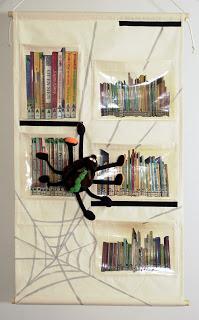 Bibliotheek oosterschelde mini bibliotheek hangt weer in de grote bibliotheek want sinterklaas - Idee bibliotheek ...
