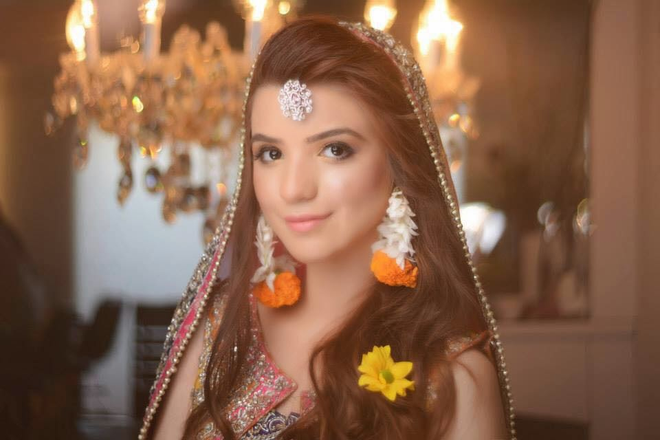 Moammar rana 39 s daughter rea rana first ever bridal for Roohi bano latest pics