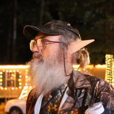 Uncle Si wearing his elf ears in Christmas episode