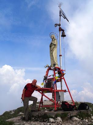 In cima al monte Amariana dalla forca del Cristo - 18 giugno 2017 - capogita Roberto Vernavà