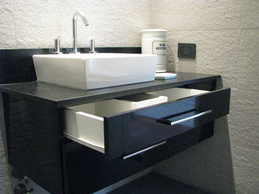 Muebles de cocina comedor living ba o dormitorio for Esquineras para banos