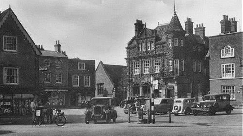 Winslow Market Square and George Hotel c1930s
