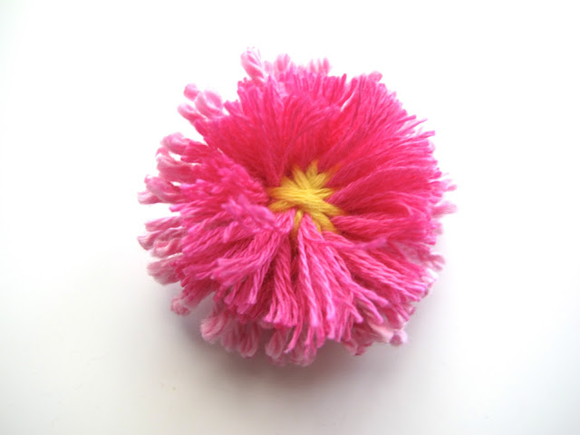 English Daisy made with a flower loom
