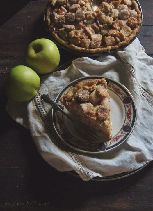 apple pie with caramel + goat cheese | une gamine dans la cuisine