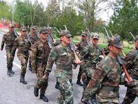 Acemi Birliğindeki Acemi Asker Erler, Tüfek Omza, Uygun Adım Yürüyüş, Marş Marş