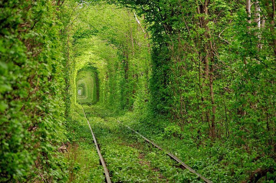 http://4.bp.blogspot.com/-yOPHyrlTBaw/Uvu-QK5UfOI/AAAAAAAAARk/MnqcNfBojig/s1600/unbelievable-places-8.jpg