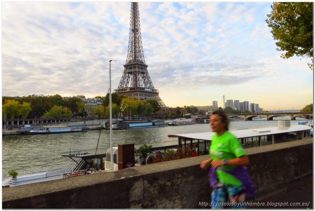 Corriendo por la rivera del Sena en Paris