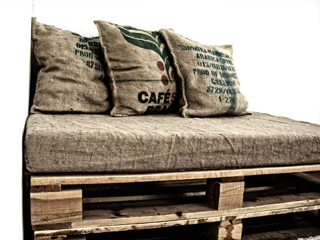 k i our wonderful world handmade hessian pallet couch. Black Bedroom Furniture Sets. Home Design Ideas