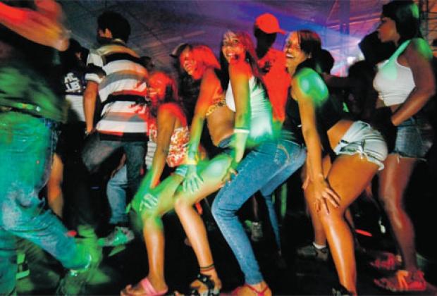 sexo sintra dançando funk