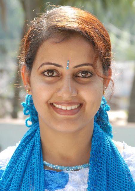 Cute & Hot Mallu Malayalam Actress Devika Nambiar