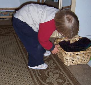 8 Tips for Making a Montessori Dressing Corner {Montessori on a Budget}
