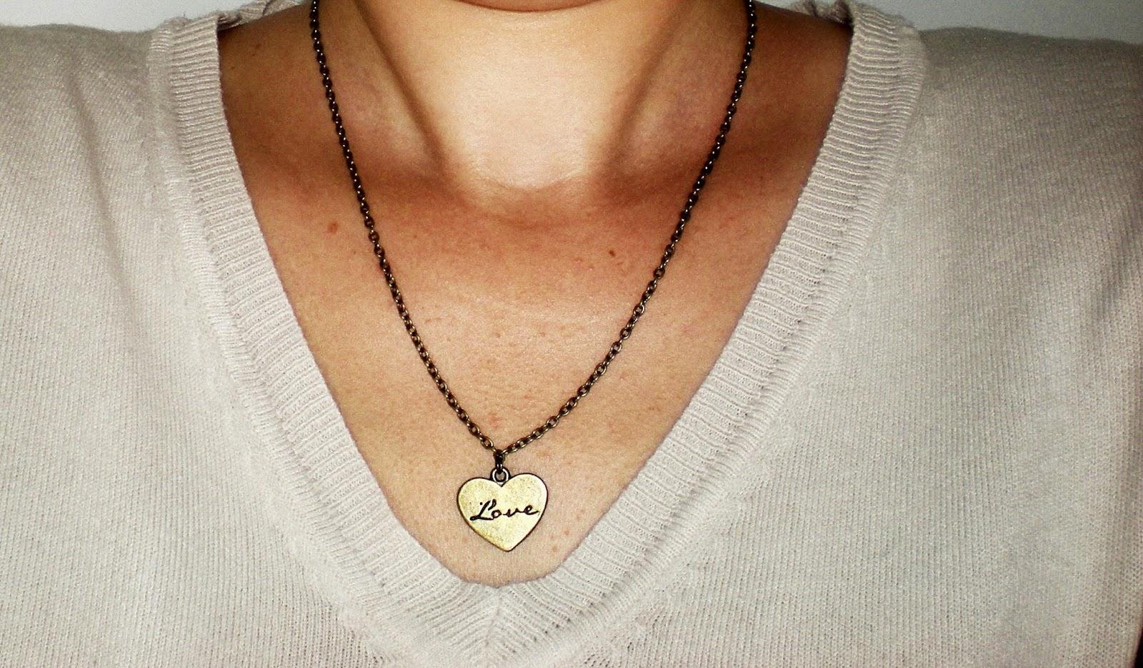Naszyjnik miłość / LOVE kusi swoim sercem :)