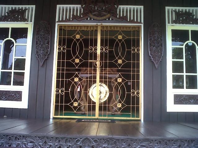 Tips Membersihkan Jendela dan Pintu