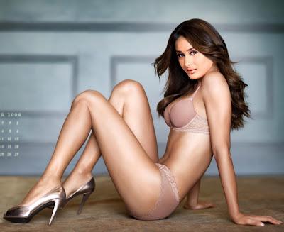 Kareena Kapoor Hot Bikini Show